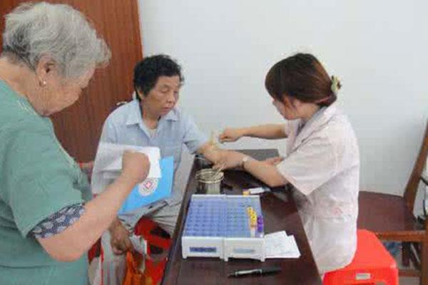 健康一体机介绍老年人血糖控制的标准
